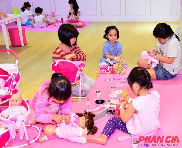 Góc barbie cho các bé gái tại TiNiWold Sài Gòn Centre.