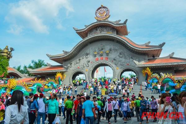 Tham quan Khu du lịch Văn hóa Suối Tiên