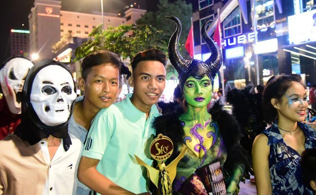 Halloween ở phố đi bộ Nguyễn Huệ
